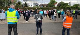 Susanne Serke (CDU) spricht zu den Teilnehmern der Mahnwache (Foto: Maik Reuss, FR).