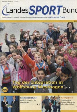 """2008 liefen in Wolfsburg-Westhagen gut 2000 Kinder, Jugendliche, Erwachsene und Junggebliebene unter dem Motto """"Wir laufen für Frieden und Toleranz"""" im Rahmen des Tages der Integration des Deutschen Olympischen Sportbundes und des LSB"""