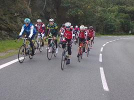 Le premier groupe dans la montée du Rayol.