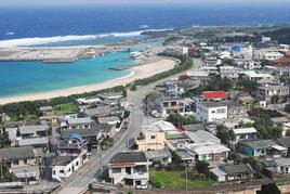 人口減少が最大の課題となっている与那国町(写真は祖納地区)=2010年撮影