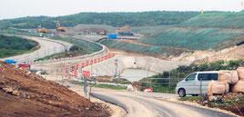 用地造成工事が順調に進む陸上自衛隊駐屯地建設地=22日午後、与那国町
