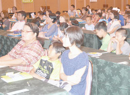 オールANA南ぬ島の航空教室に親子連れ約1000人が参加した=12日、同ホテル