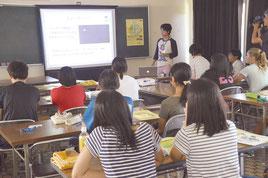 美ら島研究体験」の開講式と講義が行われた=12日、青少年の家