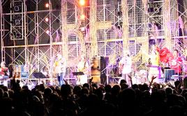 3000人の観客がライブを堪能した=21日午後、中央運動公園