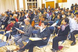 自衛隊配備絶対反対・緊急集会に参加した人たち=23日夜、市健康福祉センター