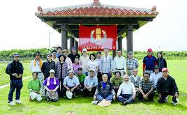 親睦パークゴルフ・総会に集まった八重農沖縄みずほ会のメンバー=5日、与那原パークゴルフ場(与那原町)