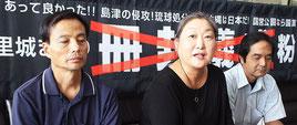 左から、公正と信義を取り戻す市民の会の上原さん、田野代表、中山さん=30日午後、県庁