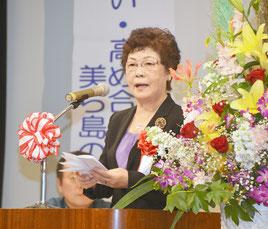 石垣朝子教育長が祝辞を述べた