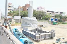 建設途中で中断されたままになっている龍柱=那覇市若狭
