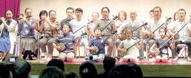 沖縄三線教室の創立10周年を祝う創立記念恩習会が開かれた=東京都板橋区