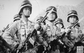 抗日戦争70年の軍事パレードに向け訓練する中国軍兵士(中国国営テレビより)
