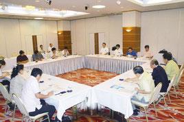 八重山経済チバリヨー懇談会が行われた=22日、市内ホテル