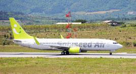 石垣―那覇線に初就航したソラシドエアの航空機=29日午後、石垣空港