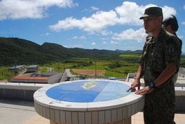 与那国駐屯地庁舎の屋上で報道陣に説明する自衛隊員=6月30日午前