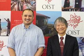 会見した佐藤教授(写真右)とケネス氏(写真左)=5日午前 県庁