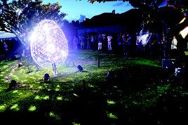 星空ビレッジはイルミネーションの中音楽が流れ、その後は照明を落として夜空を眺める流れとなる=25日、石垣やいま村