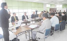 新庁舎建設基本計画策定委員会の第3回会合が開かれた=30日、市港湾ターミナル