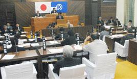 市議会3月定例会の最終本会議が開かれた=16日午前、議場