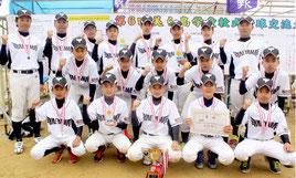 八重山選抜チームが大会初出場で優勝を飾った=1日、今帰仁総合運動公園