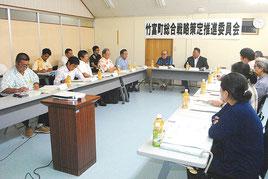 竹富町総合戦略策定推進委員会の第2回会合が開かれた=6日午後、町役場