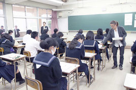 大学入試センター試験が始まった=17日午前、八重山高校