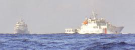 30日午後、尖閣周辺で高洲丸を追尾した中国公船2隻(仲間均氏提供)
