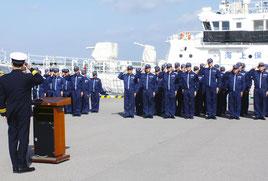 年末年始特別警戒・安全指導の初日、出動式が行われた=10日午前、石垣港