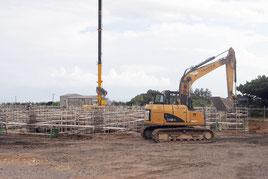 現火葬場向かい側で建設中の新火葬場。完成後は民間委託の方針が決まった(15日午後)