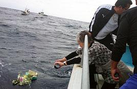 屋成さんの遺骨が与那国島の海に散骨された