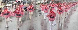 昨年11月に開かれた石垣島まつりの大パレード。今年は八重山の産業まつりと同時開催される