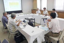 ICT利活用検討委員会が行われ、実証事業の報告、質疑や意見交換が行われた=15日午後、サザンプラザ海邦(那覇市)