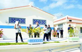 石垣市観光交流協会が島内8観光施設を視察した=29日、南ぬ浜町人工ビーチ