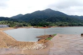 真栄里ダムの貯水率は38%まで減少している=17日午前