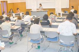 母子寡婦福祉会が学習会を開いた=9日夜、石垣市健康福祉センター