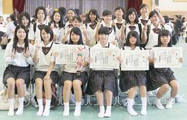 大会に出場した八商工の生徒ら=12日午後、浦添商業高校体育館