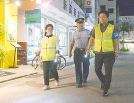 8月21日には青少年育成ボランティア一斉夜間街頭指導が行われた(資料写真)