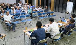 温泉と温浴施設に関する住民説明会が開かれた=10日夜、まちなみ館