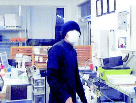 防犯カメラで撮影された容疑者の画像(八重山警察署提供)