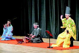 大胴・小胴・太鼓の段のものが披露された=25日夜、市民会館大ホール