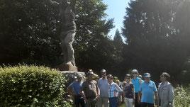 Gruppenfoto vor dem 'Atlas'