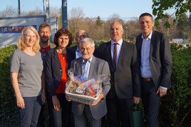 v.l.n.r.  Ingrid Sedlbauer, Peter Denk, Renate und Rainer Rösch, Franz Vieregg, Jürgen Schleich und  Oberbürgermeisterkandidat Dr. Peter Gampenrieder