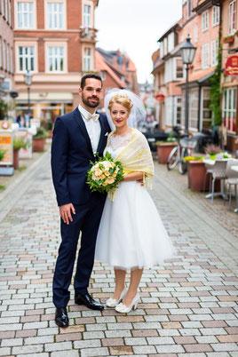 Brautpaar in der Altstadt von Lüneburg - Hochzeitsfoto FOTOFECHNER