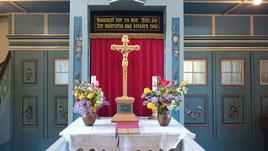 Der passend geschmückte Altar der Kirche