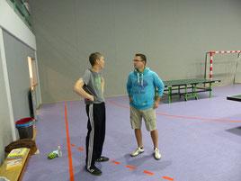 Martin D. (links) und Andi besprechen die Einteilung.