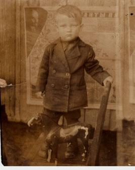 мальчик с конем 1920-е гг.