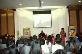 La conférence de Gyalwai Nyugu Rinpoché au Forum 104