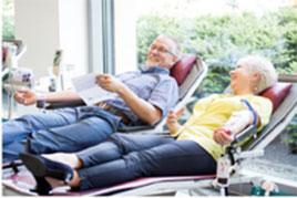 Viele Menschen spenden regelmäßig Blut und freuen sich, dadurch immer wieder das Leben anderer Menschen retten zu können. (Foto: BSD/Stefan Heigl)