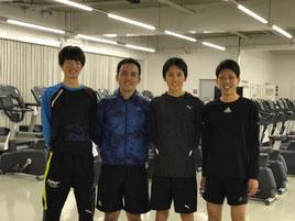 右側2人目の選手が高木選手。両側の選手は4年生の選手で、トレーニングにも積極的に取り組んでいらっしゃいます。