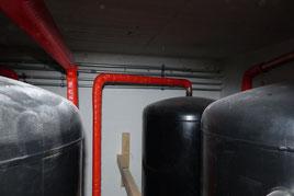Solarpuffer Puffer für Pelletheizung wird mit Zellulose Einblasdämmung gedämmt