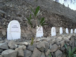 Cementerio  en la montaña de Lima, Perú.